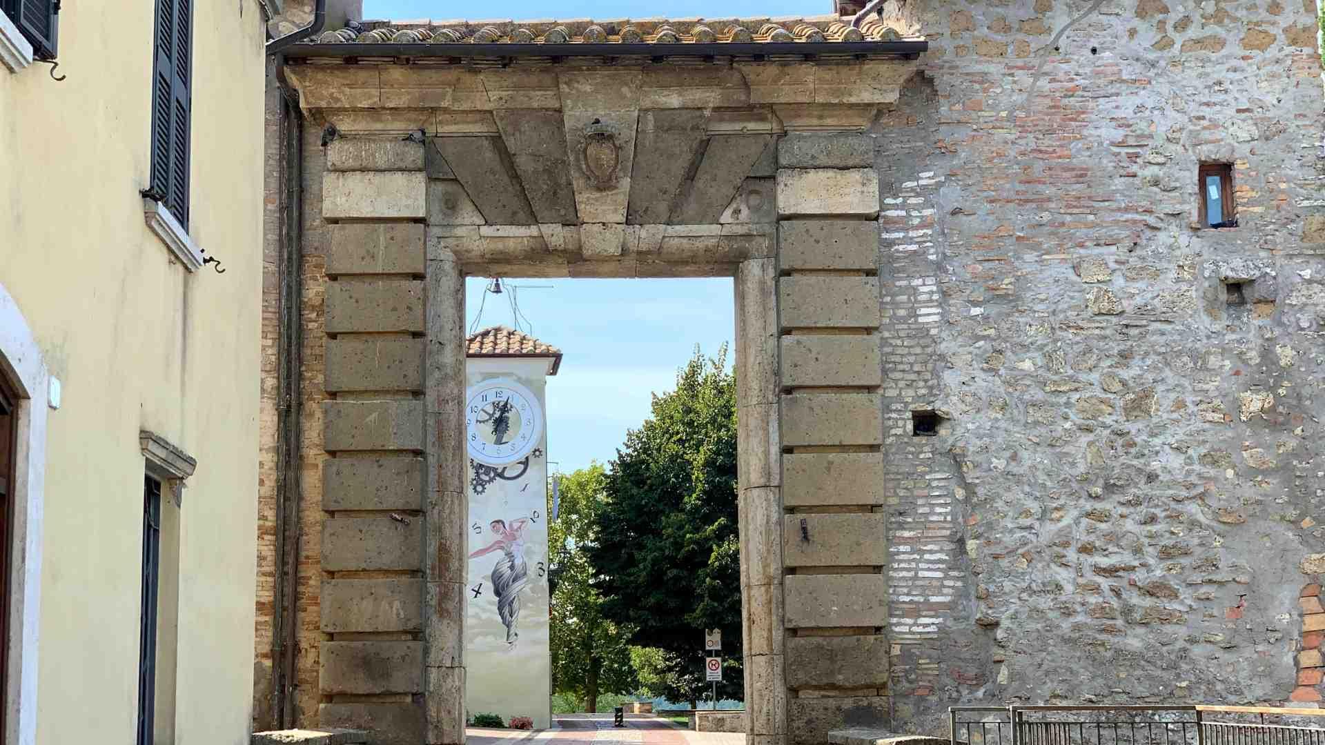 header-porta-accesso-castello-attigliano
