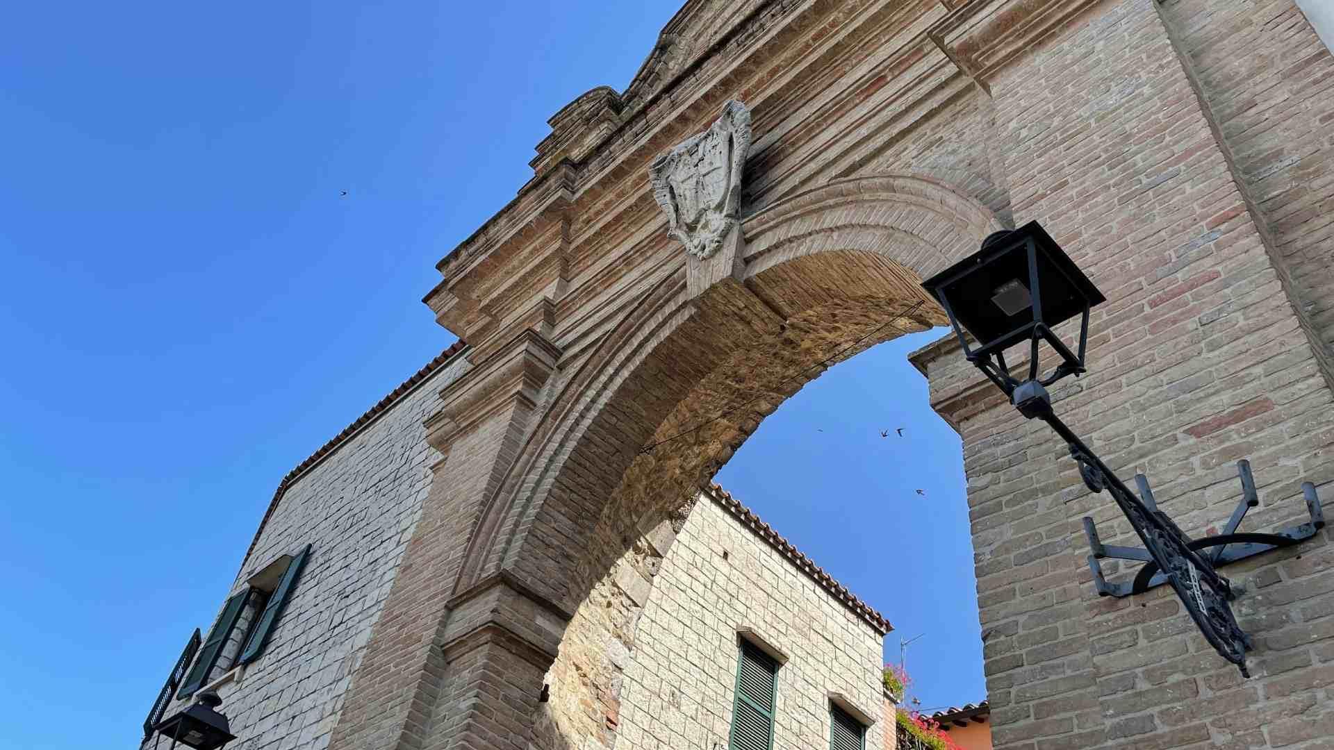 porta-romana-san-gemini