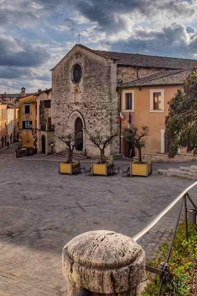 dettaglio-piazza-san-francesco-san-gemini