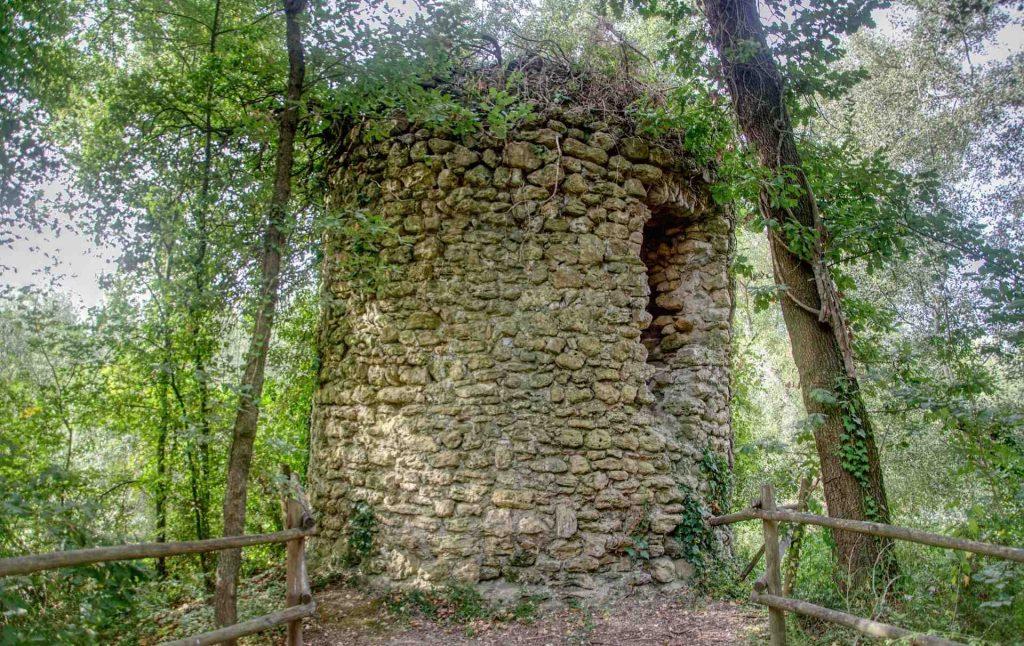 La Torricella, torre medievale nel territorio di Giove lungo il Cammino di San Valentino