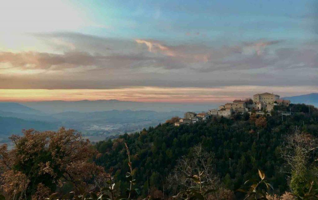 Panorama della frazione di Coppe di Stroncone al tramonto